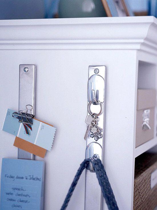 ideias-para-organizar-usando-ganchos-adesivos-11