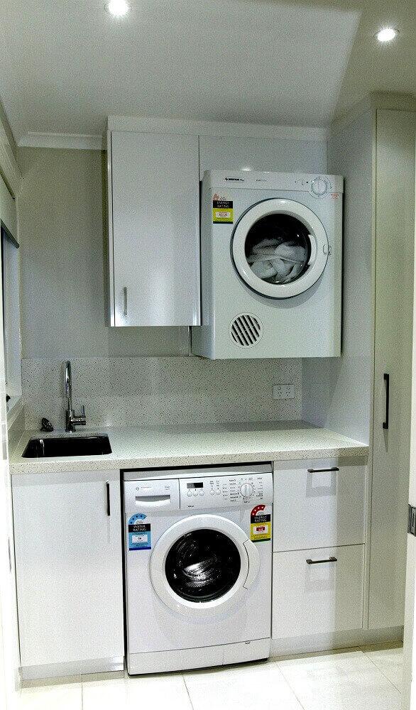 armário-pequeno-para-lavanderia-planejada-toda-branca-Foto-Home-Design-Gallery-Ideas