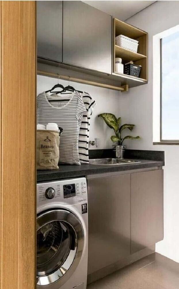 decoração-com-armário-para-lavanderia-pequena-planejada-Foto-Zozu