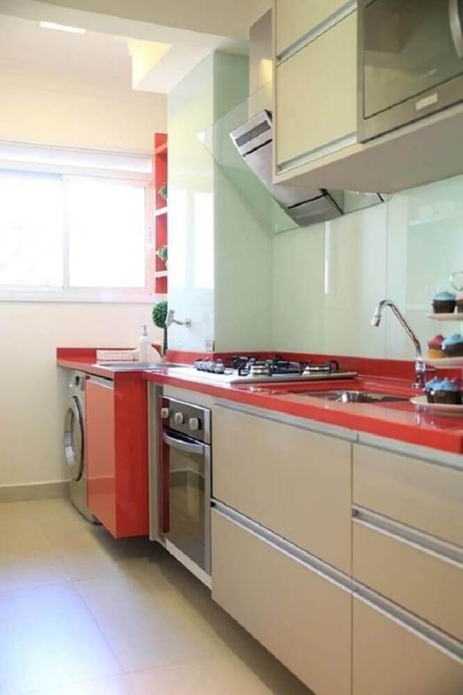 decoração-lavanderia-pequena-vermelha-integrada-com-cozinha-Foto-Anders-widmark